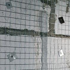Сетка кладочная закреплена на фундаментных блоках