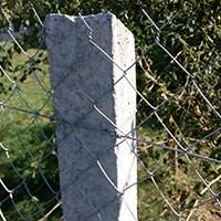 Стовп бетонний