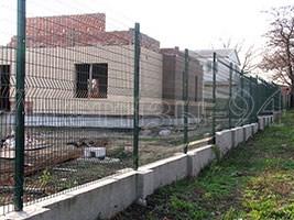 Паркан з дротяних секцій в якості паркану для будівництва