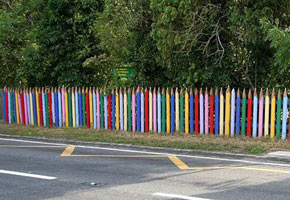 Необычный забор, фото забора с карандашей