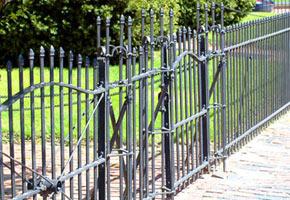 Забор кованый, фото