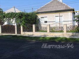 Кованный забор для защиты территории и украшения внешнего вида