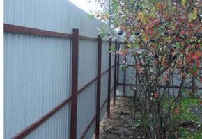 Забор из профнастила, фото