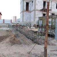 Тимчасовий паркан для огородження будівельного майданчика з сітки Козачка полегшеної