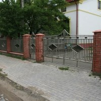 Забор из нержавеющих труб