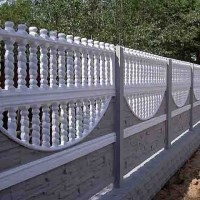Забор из наборных декоративных бетонных панелей