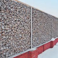 габионный забор из сварной сетки и камня
