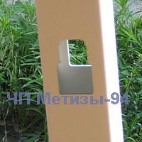 Промежуточный столбик для установки пластиковой решетки